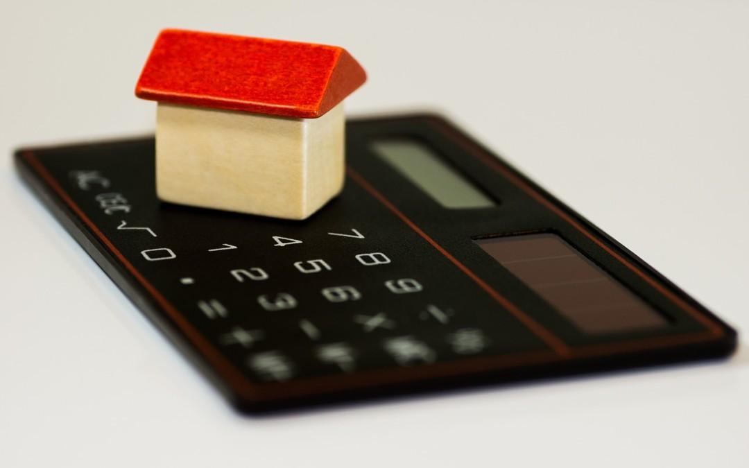 Doradca kredytowy przy kupnie mieszkania – dlaczego warto skorzystać z jego pomocy?